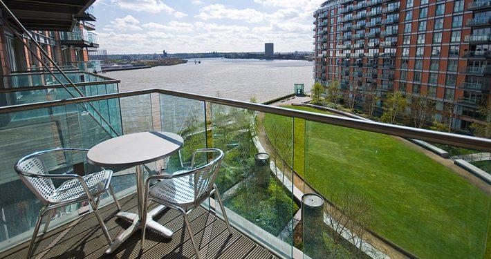 Glass i verandarekkverk. Foto: Shutterstock