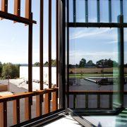 Glass med solvarmedemping. Askim Ungdomssskole. ©Adam Stirling