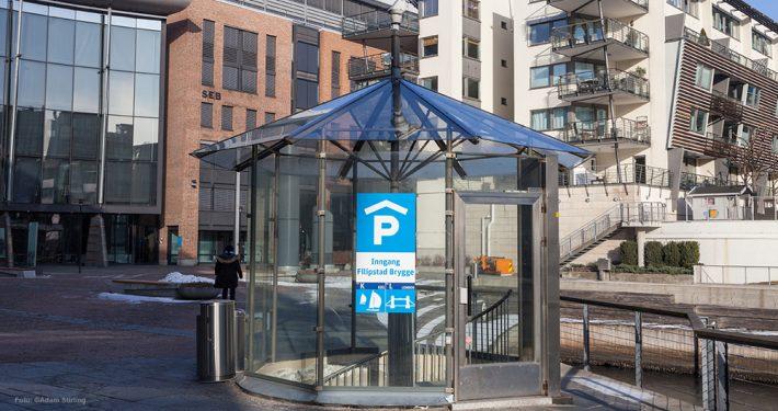 Inngang til parkeringshus. Foto: ©Adam Stirling
