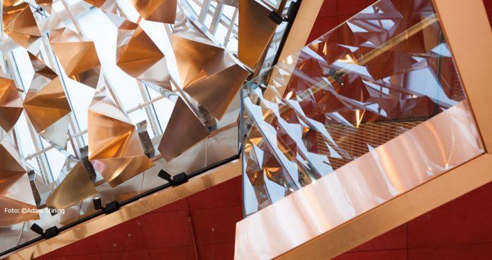 Glassrekkverk. Paleet, Oslo. Foto: ©Adam Stirling