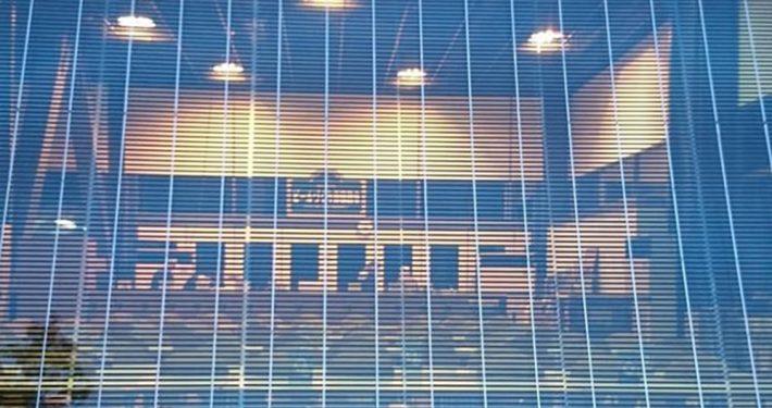 Glass med solceller. Pilkington Sunplus. Foto