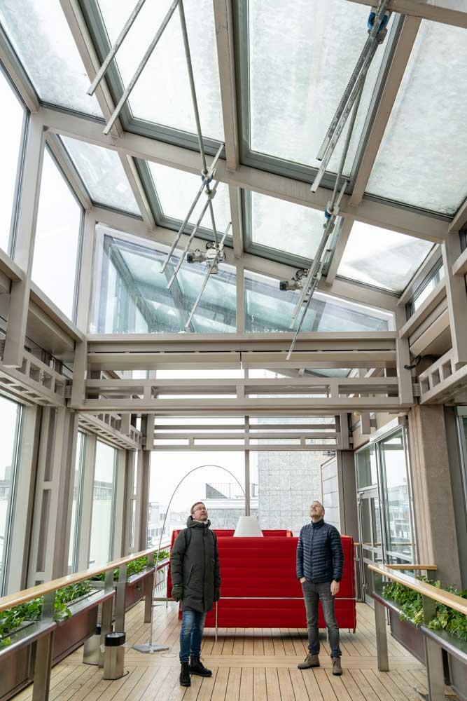 Foto av glasstak og Hans Olav Meen Nilssen og Morten Torp