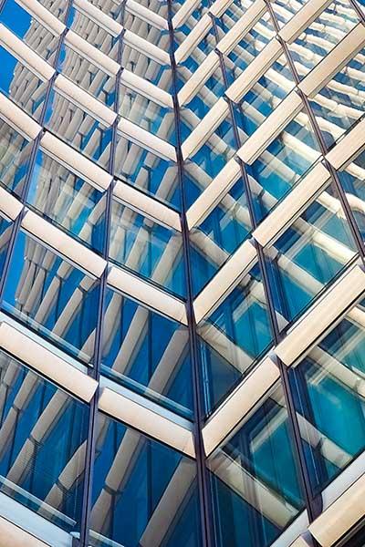 Foto av glassbygning