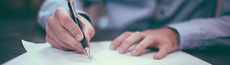 Foto av person som skriver