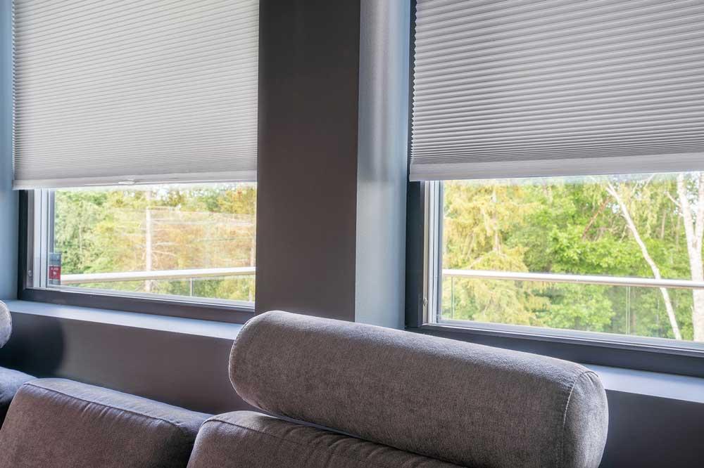 Foto av innvendig solskjerming, persienner, screen